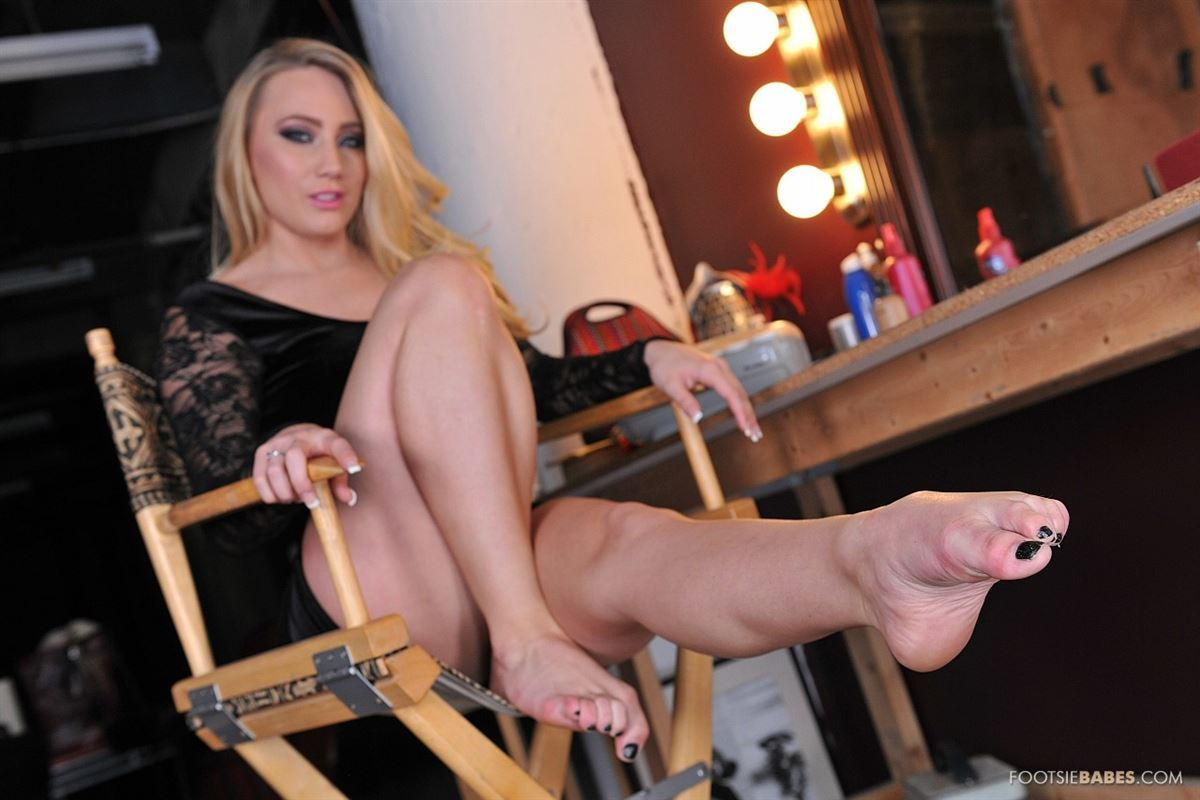Erotic model Aj Applegate shoves her big ass in the camera   1477827