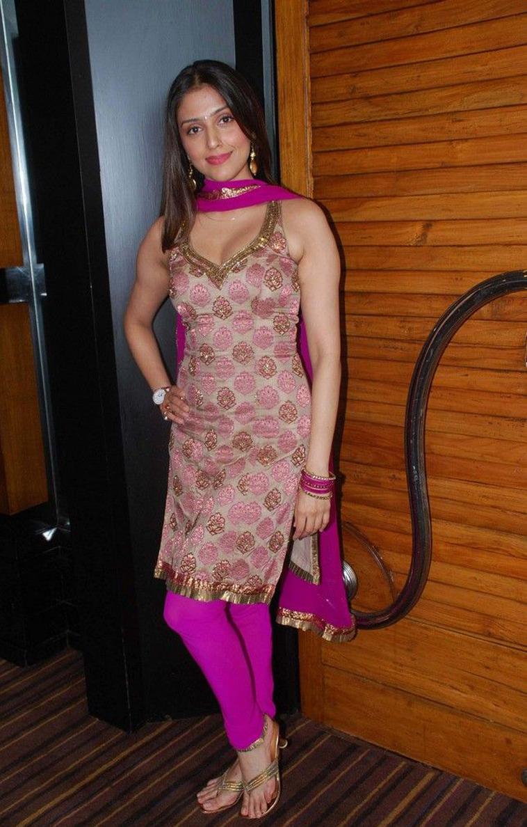 Aarti Chhabria S Feet Wikifeet