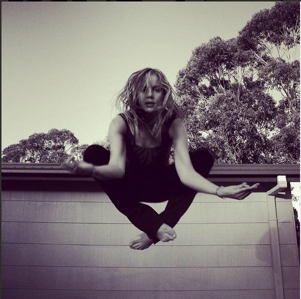 https://pics.wikifeet.com/Abbie-Cornish-Feet-1041154.jpg