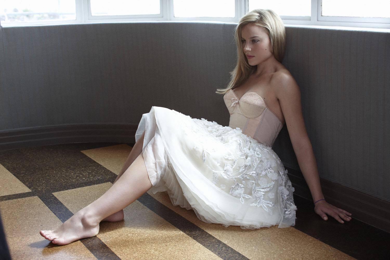 https://pics.wikifeet.com/Abbie-Cornish-Feet-1758142.jpg