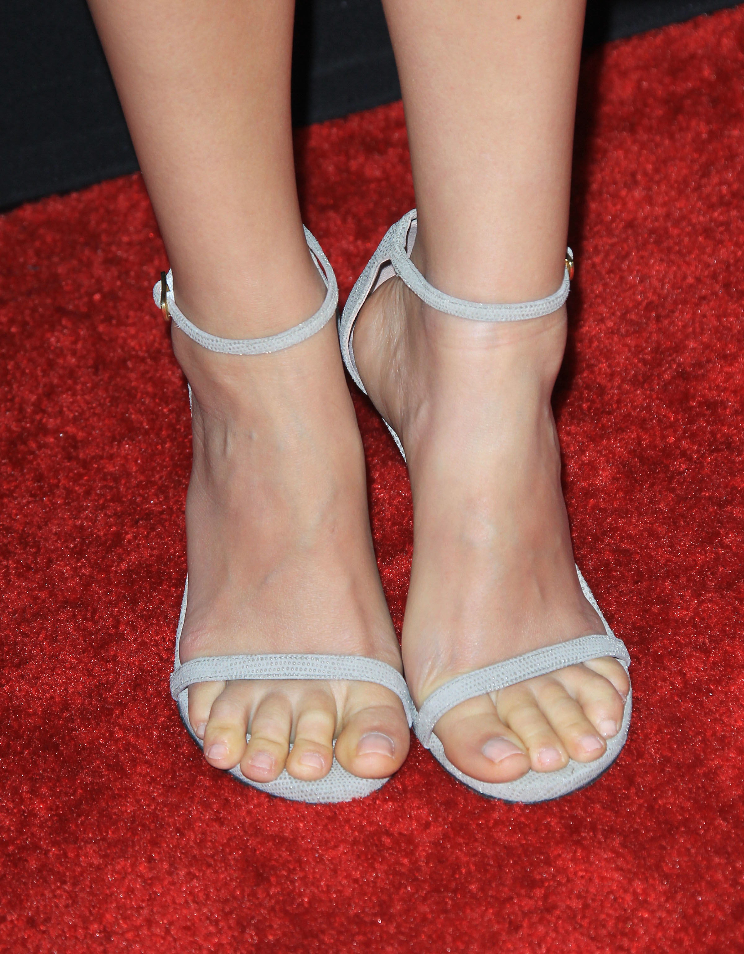 holland roden bare feet pics
