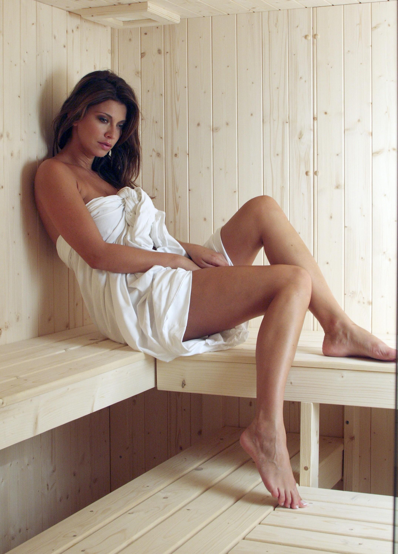 image Beautiful barefoot girls 13 leslie gibson