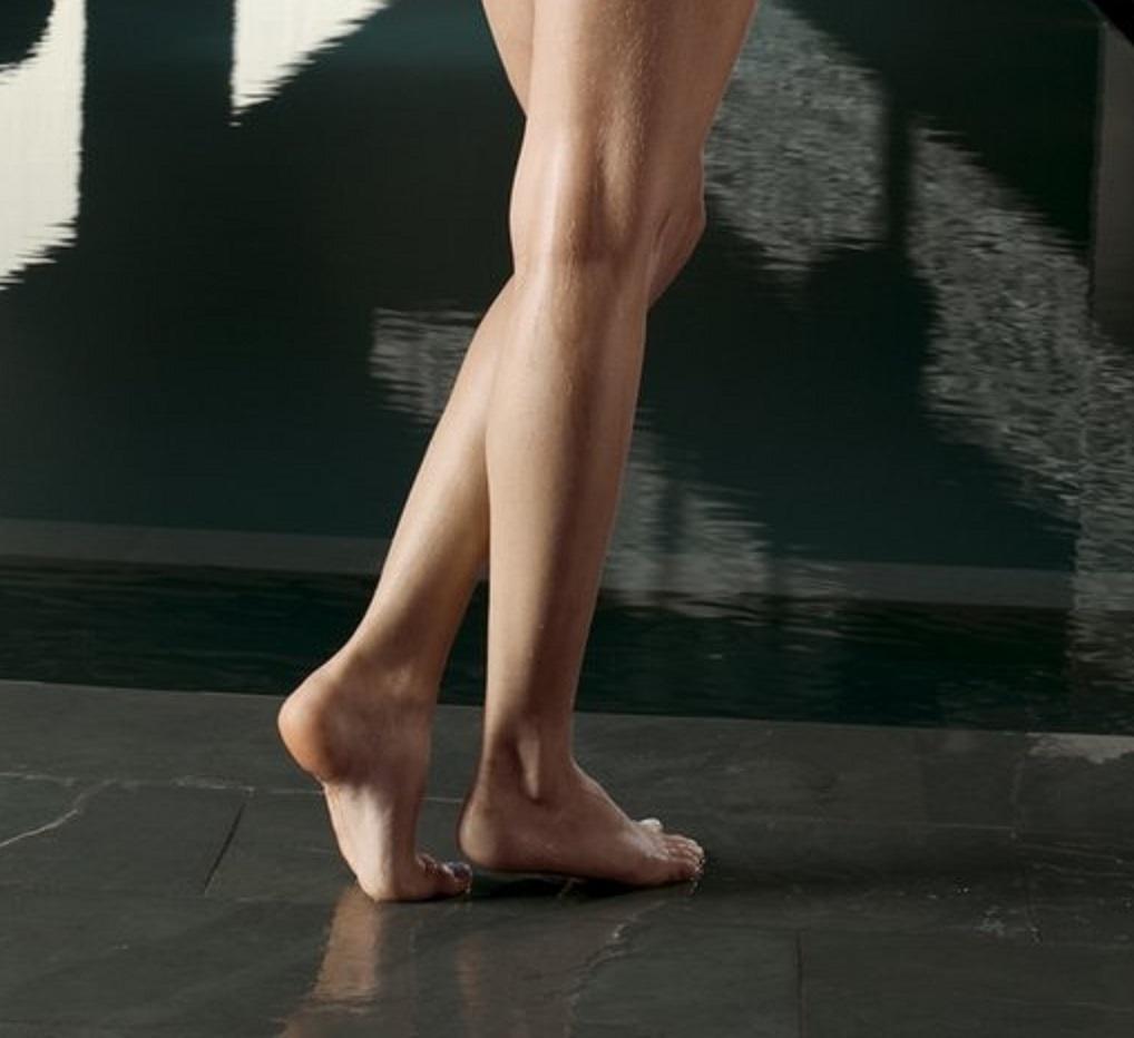 emily ratajkowski feet