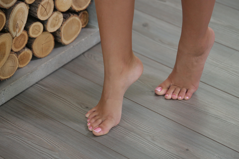 alexis brill feet