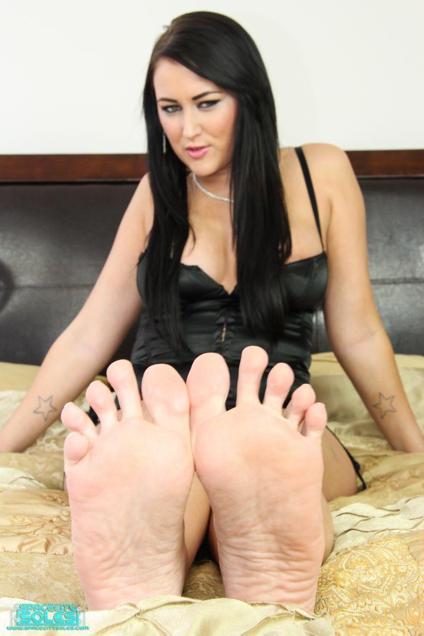 Alexis grace foot