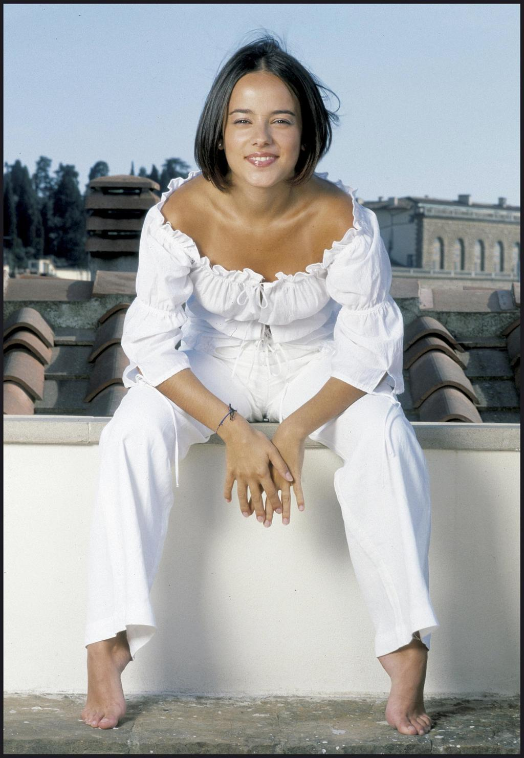 https://pics.wikifeet.com/Aliz%C3%A9e-Feet-44868.jpg
