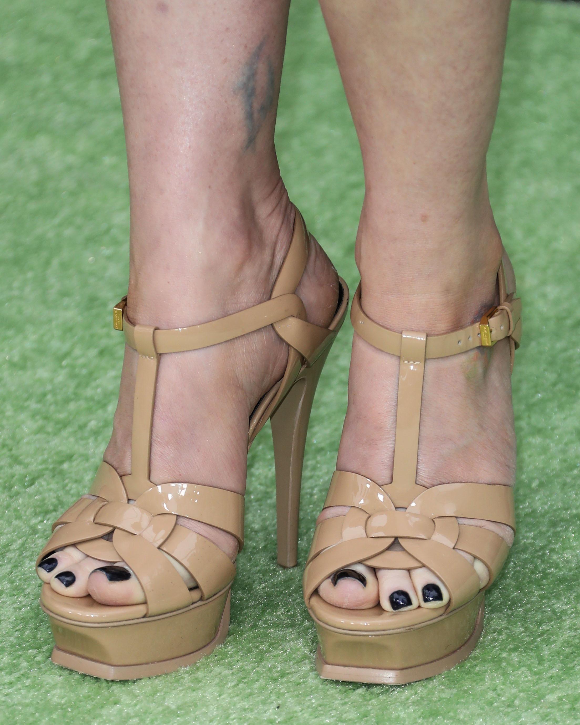 alyson hannigan feet