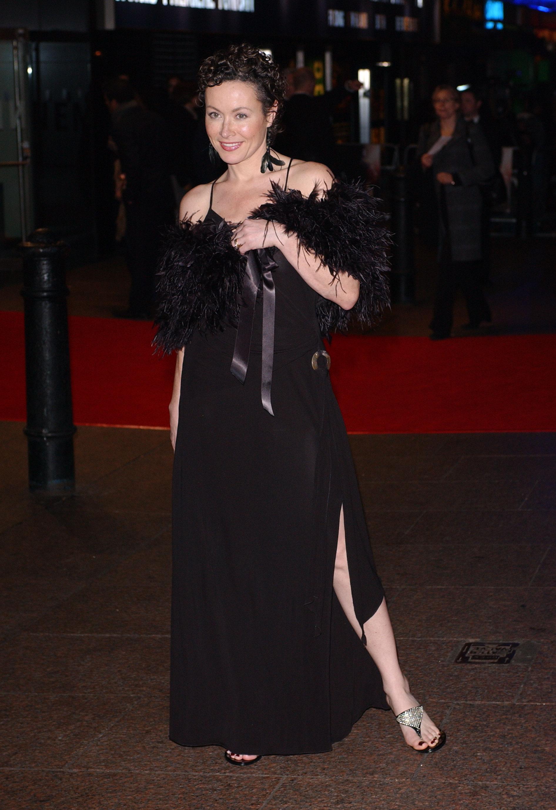Amanda Mealing Actress actress film picturess: amanda mealing wallpaper