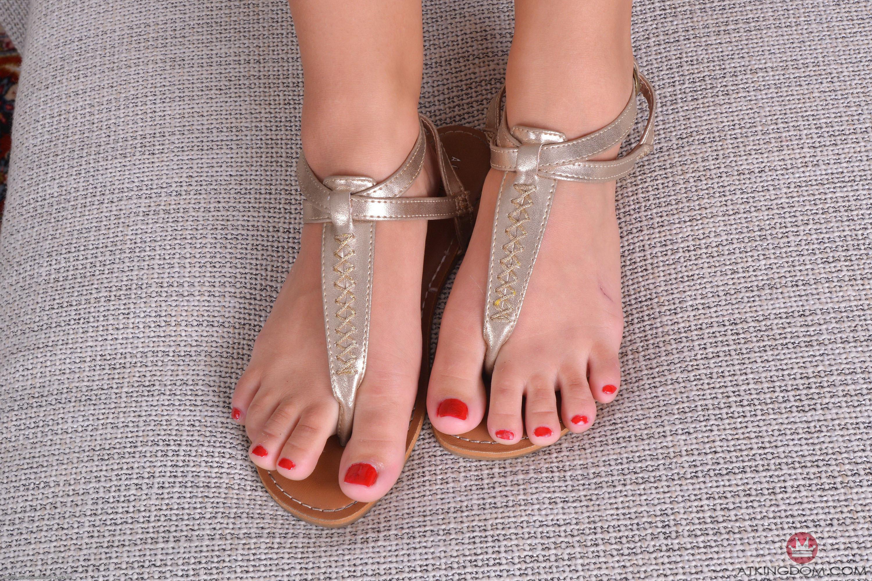 Amara romani feet