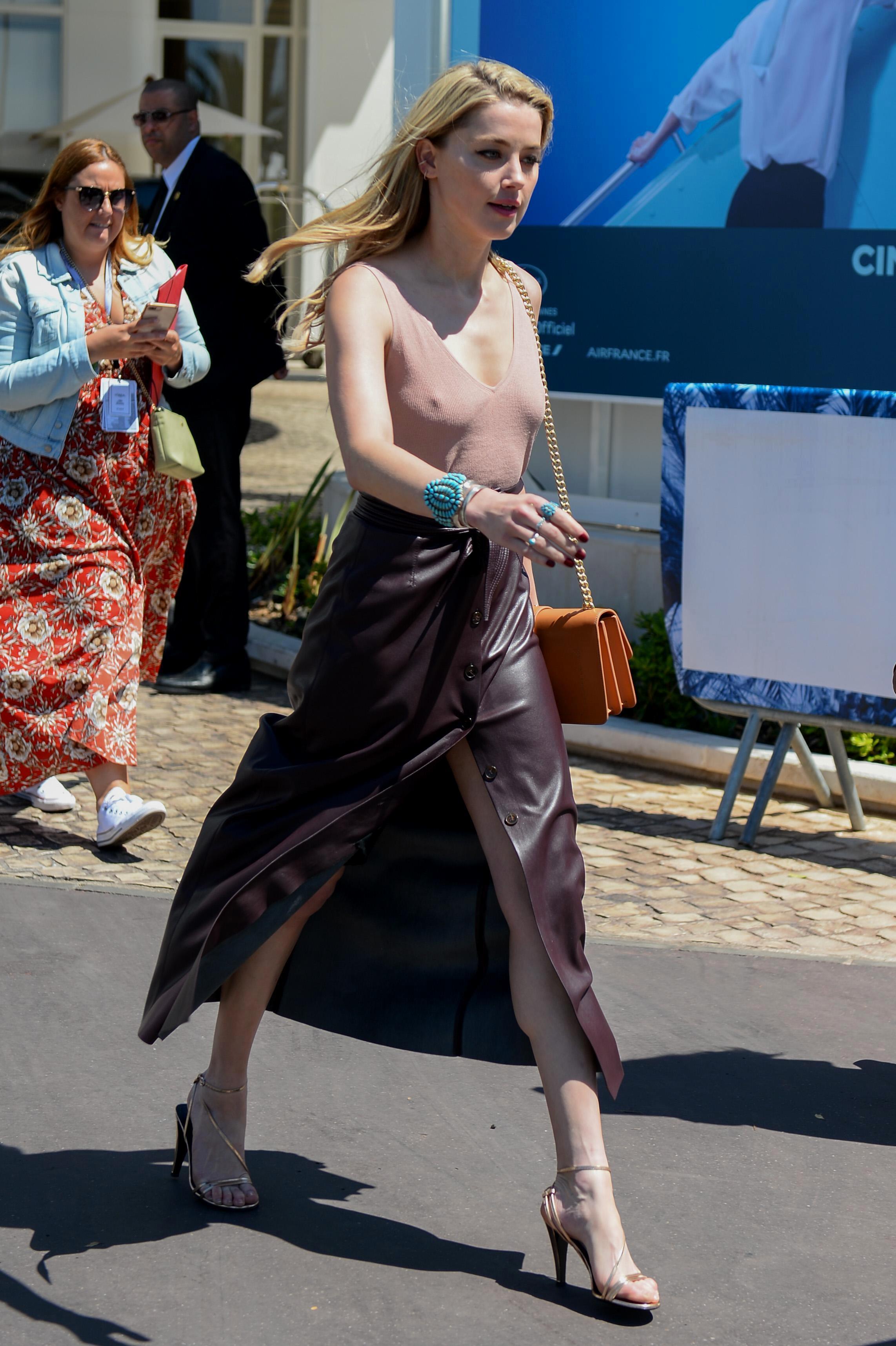 Amanda Heard Nude Pics amber heard's feet << wikifeet