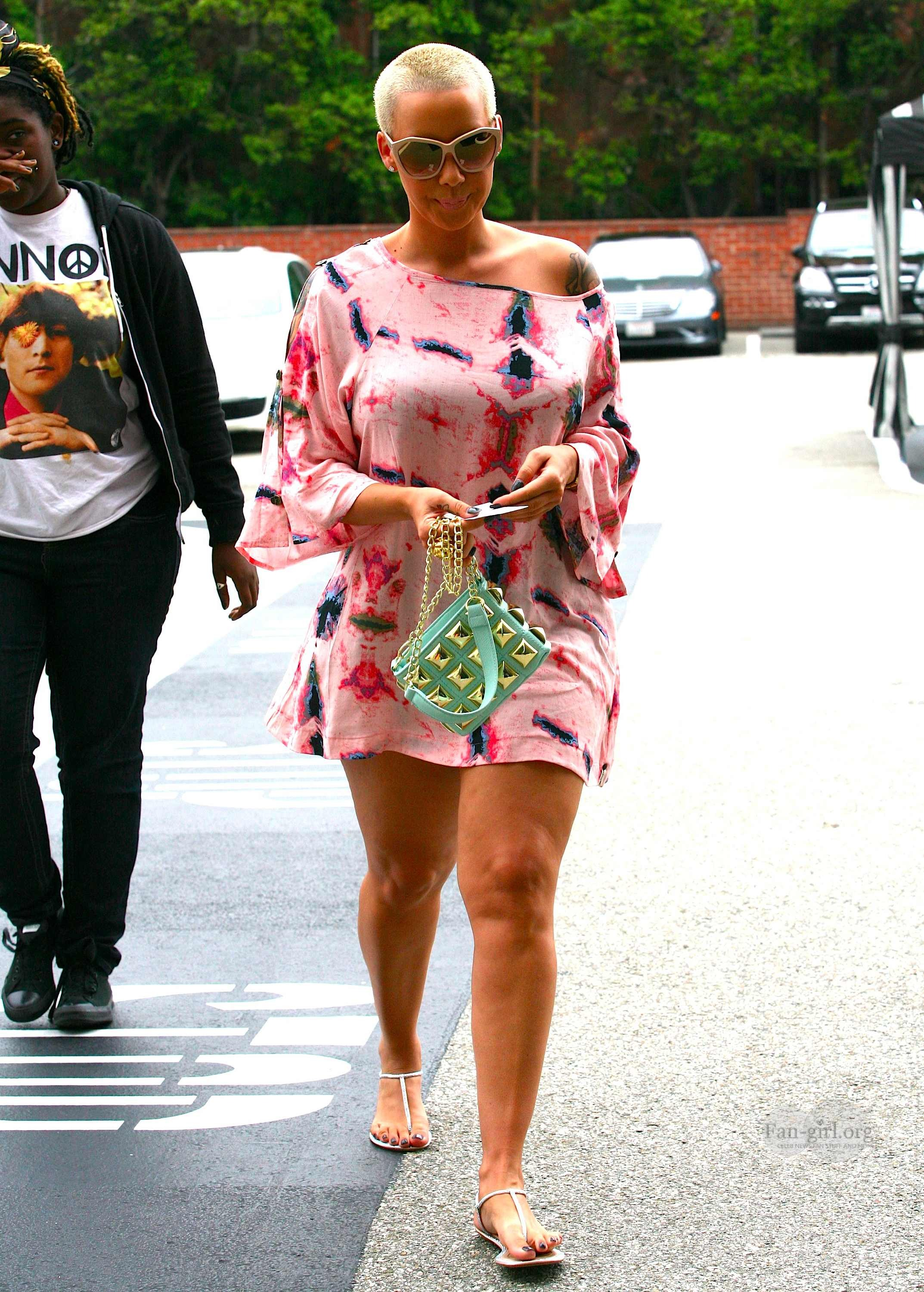 Amber rose showing her arm thigh hot girls wallpaper for Blac chyna leg tattoo