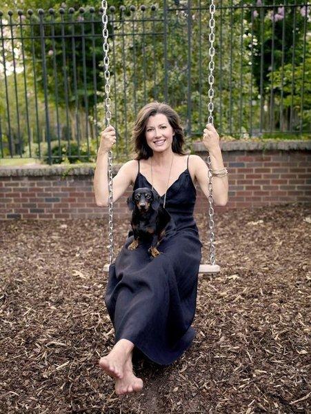 https://pics.wikifeet.com/Amy-Grant-Feet-2098019.jpg