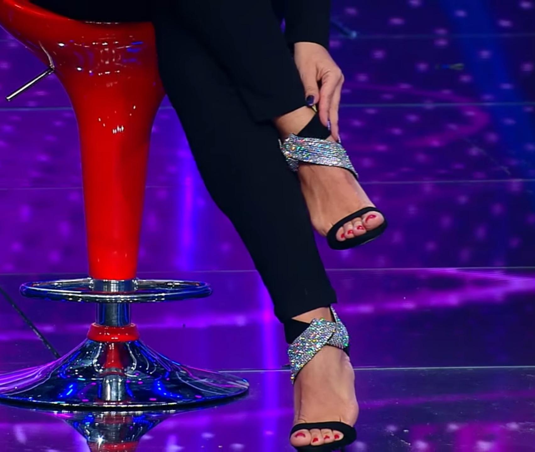 swinging picioare varicoză)