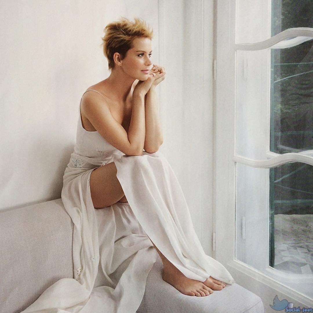 100 Images of Andrea Osvart Feet