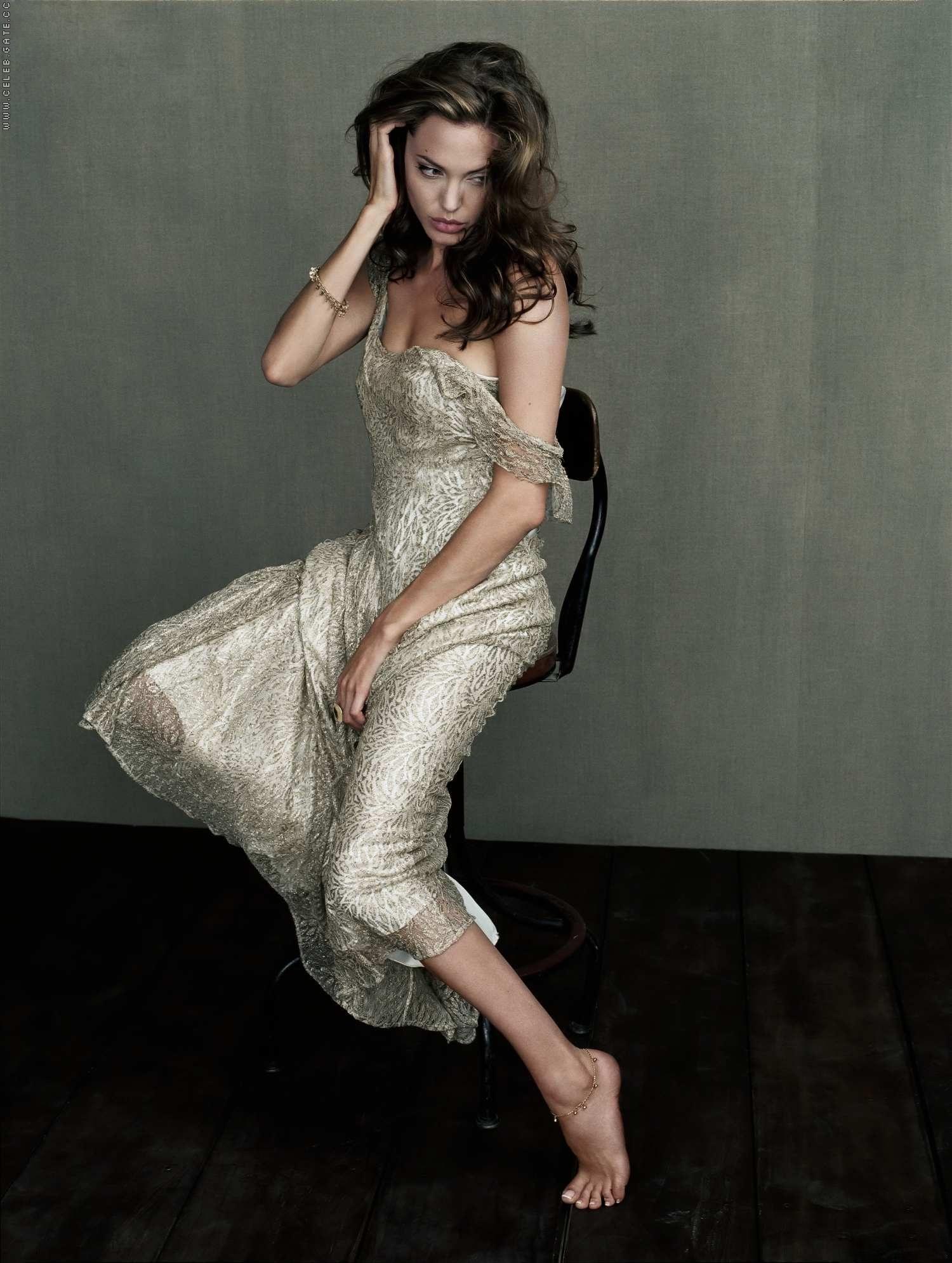 Angelina Jolie Sexy Feet 64