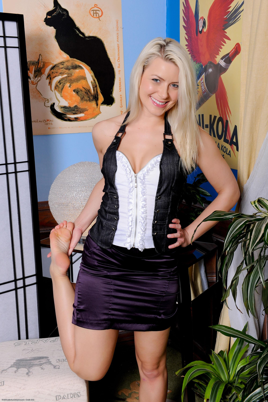 Anikka Albrite Nude Photos 2