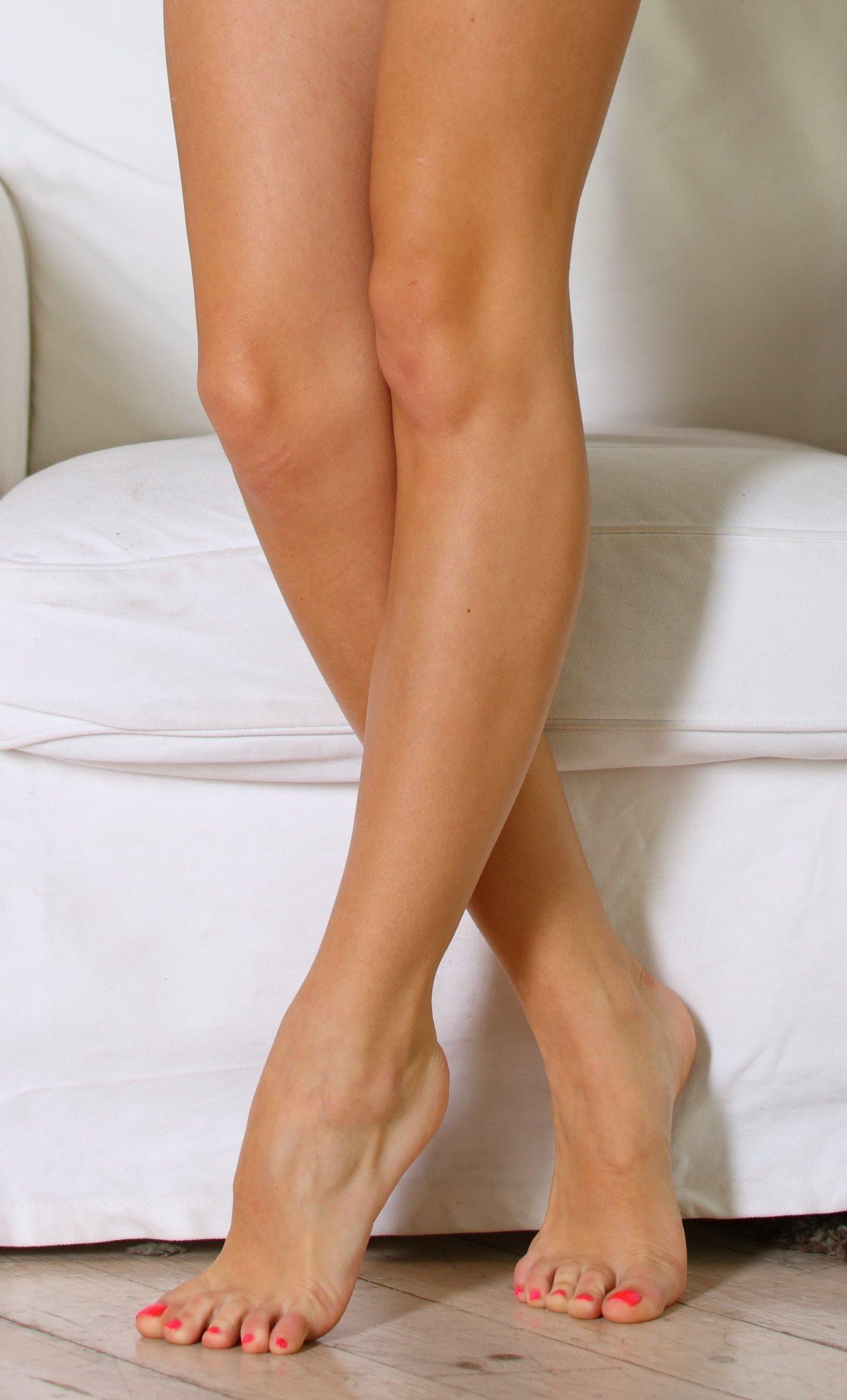 Anjelica feet