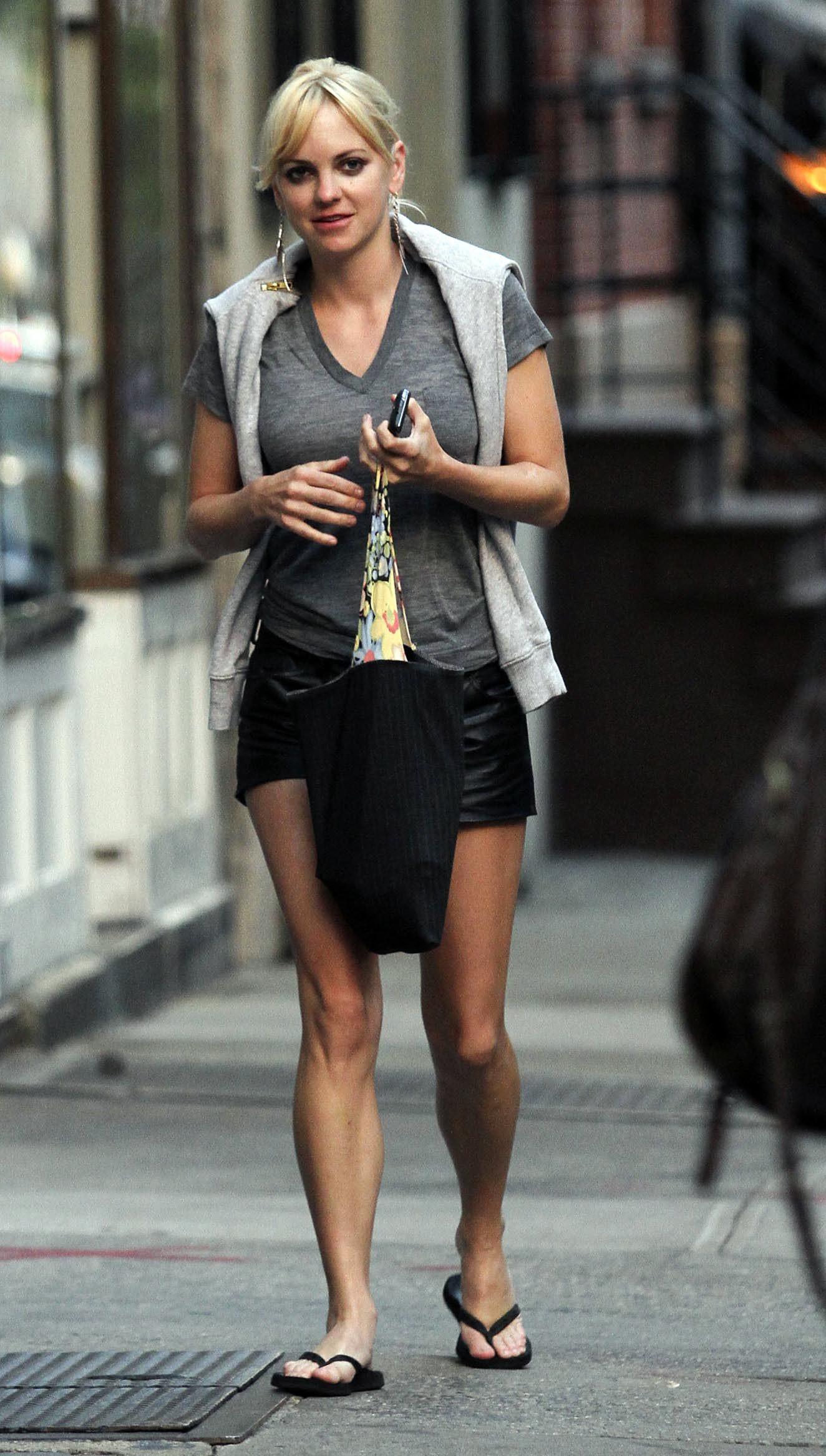 Top ten celebrity anna faris feet anna faris feet voltagebd Choice Image