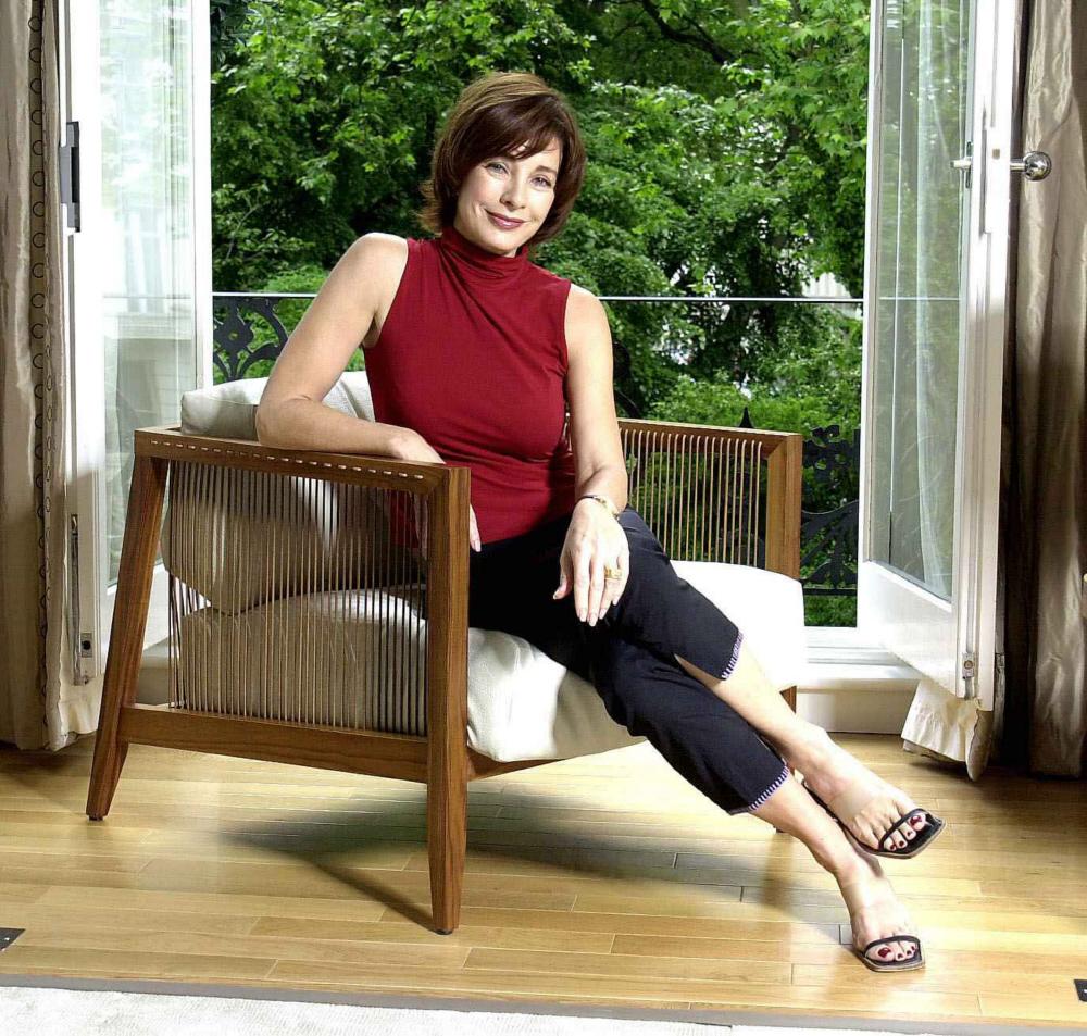 Jenny Mccarthy Super Legs Feet Dark Brown Hairs
