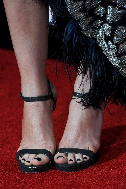Anne hathaway feet pantyhose