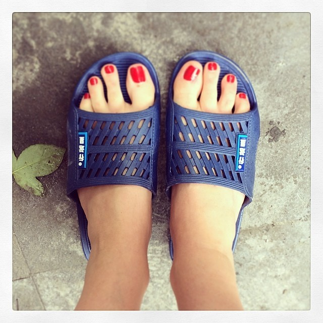 Will refrain Vanna white toes apologise