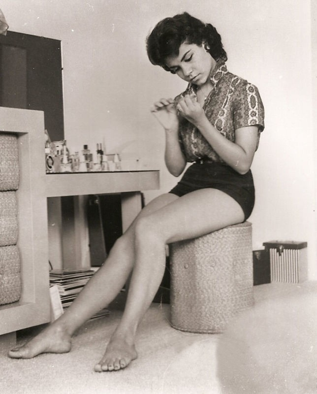Annette Funicello's Feet (338525)