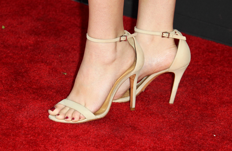[Image: Annika-Noelle-Feet-3656972.jpg]