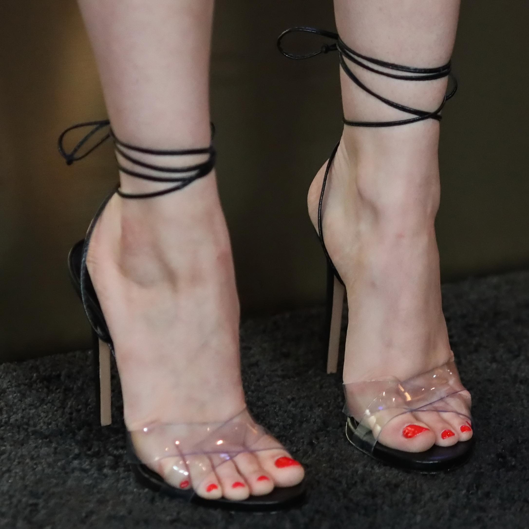 46ddddb6dc6 Ariel Winter s Feet    wikiFeet