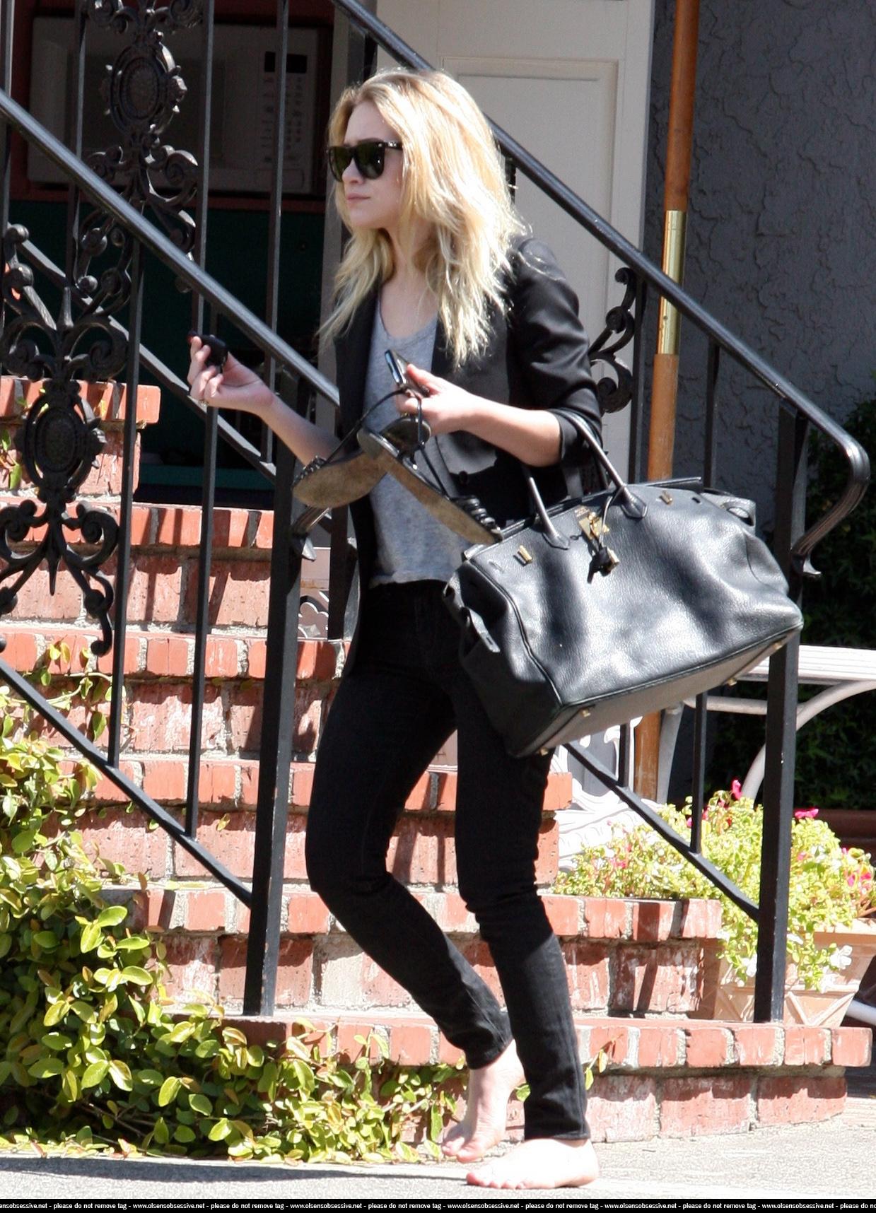 https://pics.wikifeet.com/Ashley-Olsen-Feet-548656.jpg
