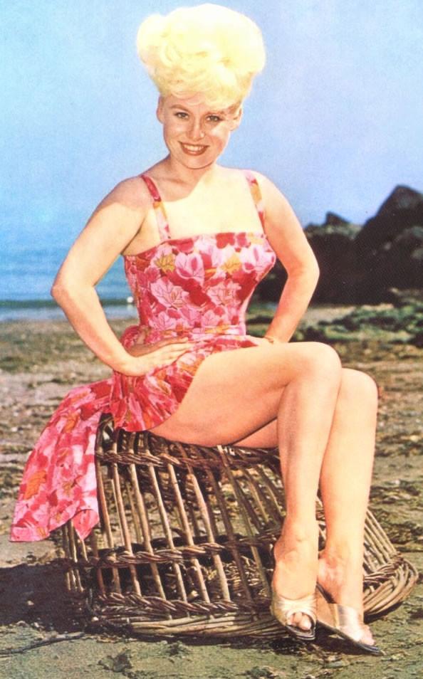 Barbara Windsor S Feet Wikifeet