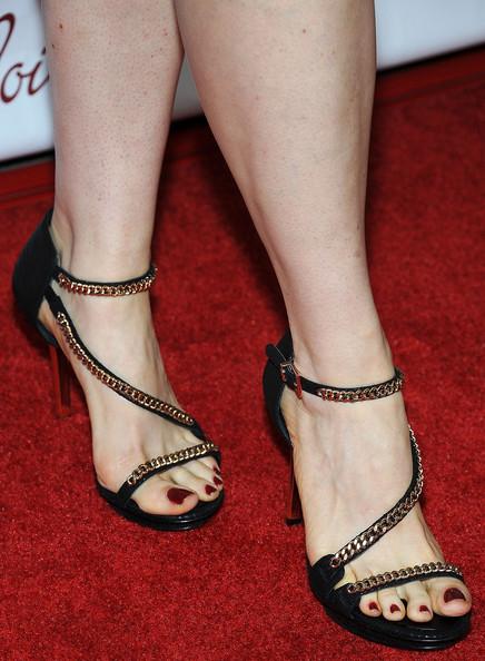 Flip Flop Feet   My Fiancees beautiful feet in her new
