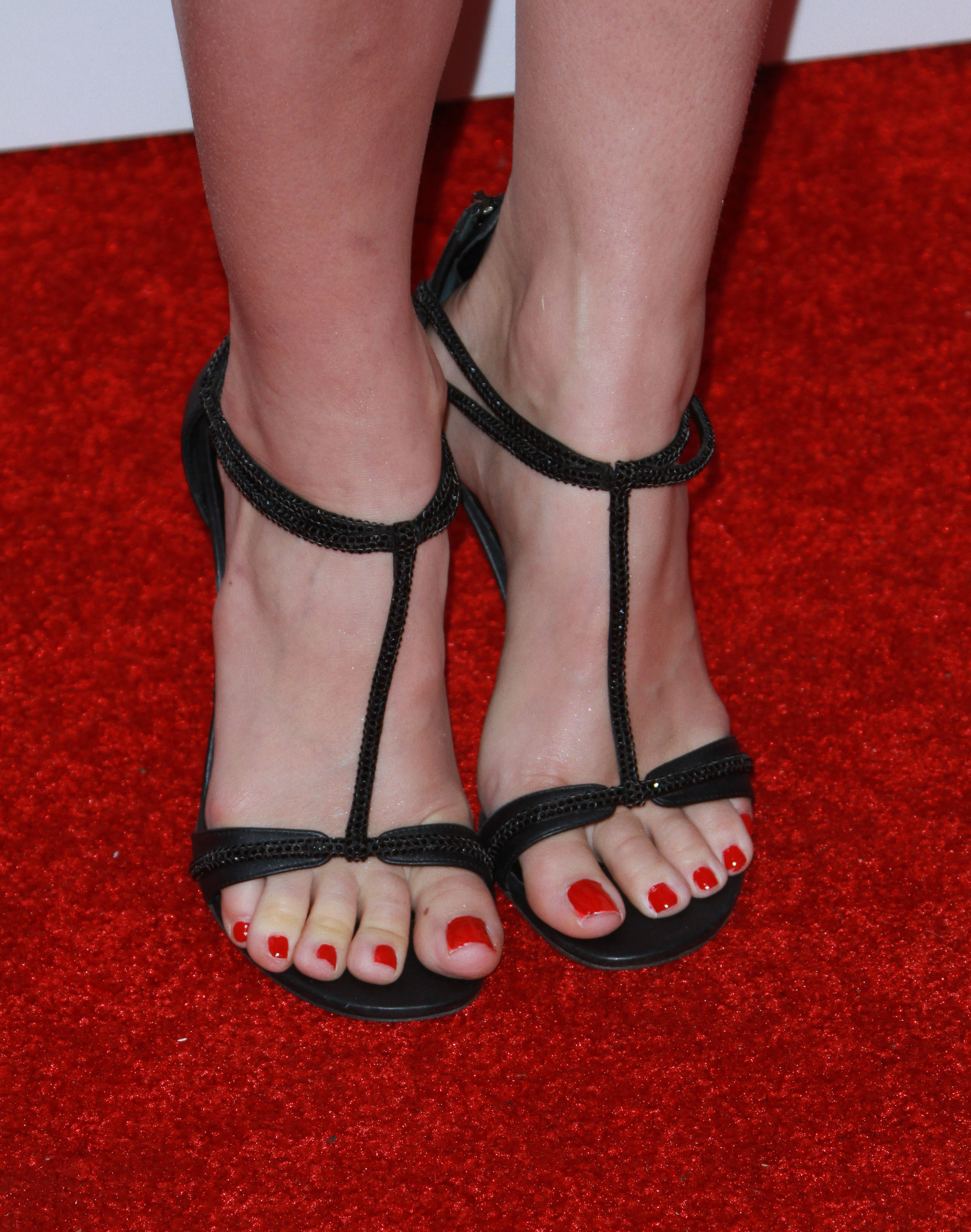 Cervix Pussy Beth Behrs Closeup Pictures Of Her Feet
