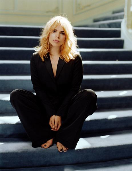 https://pics.wikifeet.com/Billie-Piper-Feet-1439473.jpg