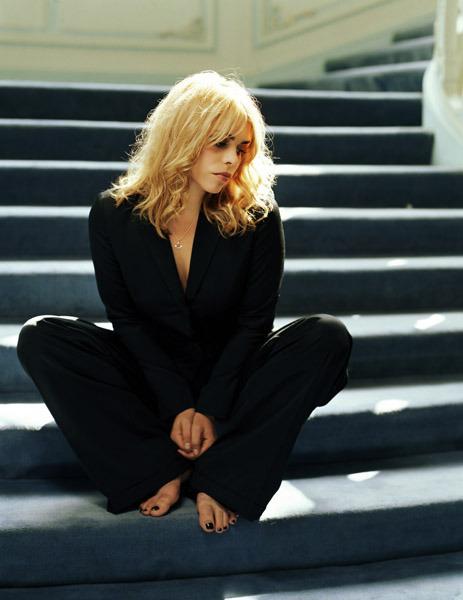 https://pics.wikifeet.com/Billie-Piper-Feet-1439474.jpg