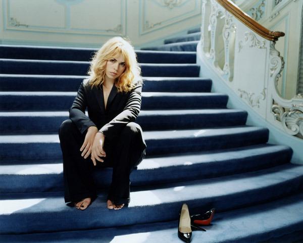 https://pics.wikifeet.com/Billie-Piper-Feet-1439475.jpg