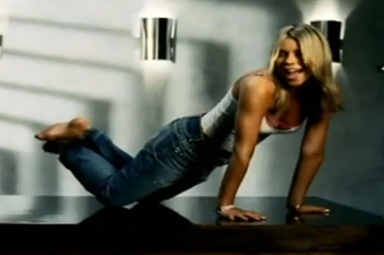 https://pics.wikifeet.com/Billie-Piper-Feet-514608.jpg