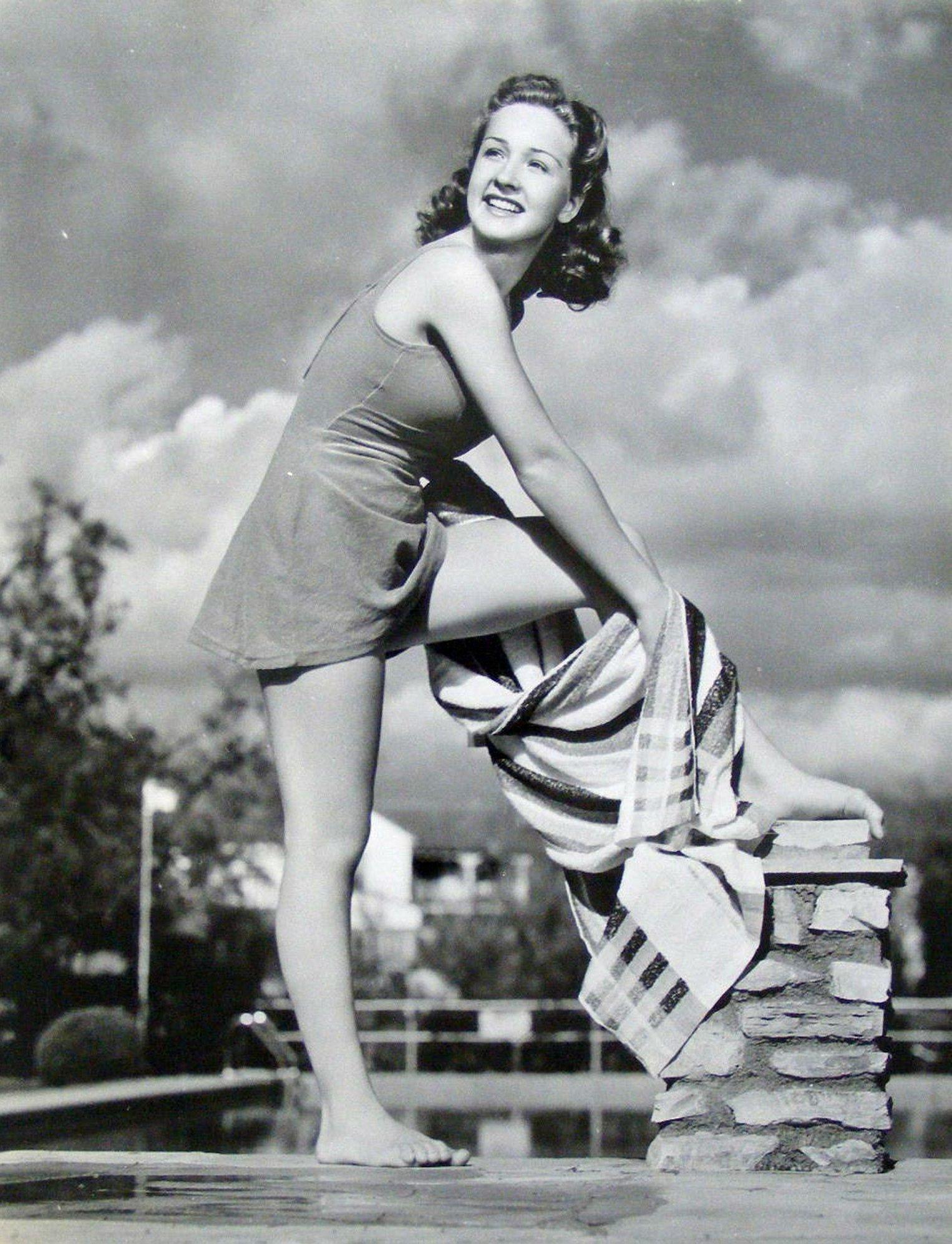 Amelia Heinle Adult pictures Phyllida Law (born 1932),Karen Alexander USA 1 1995