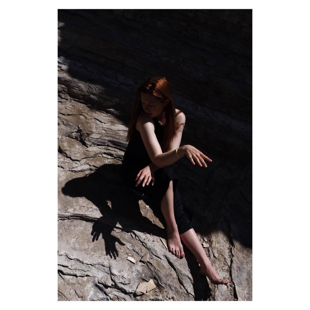 http://pics.wikifeet.com/Bonnie-Wright-Feet-2183706.jpg