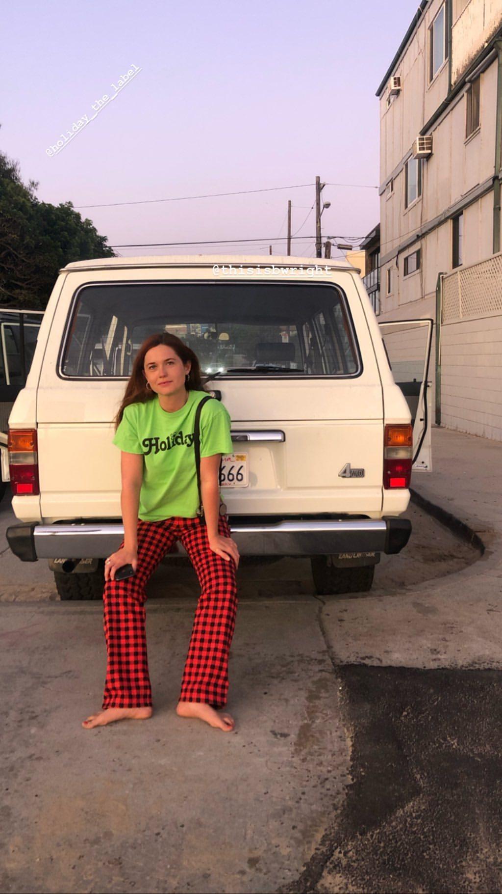 https://pics.wikifeet.com/Bonnie-Wright-Feet-4523708.jpg