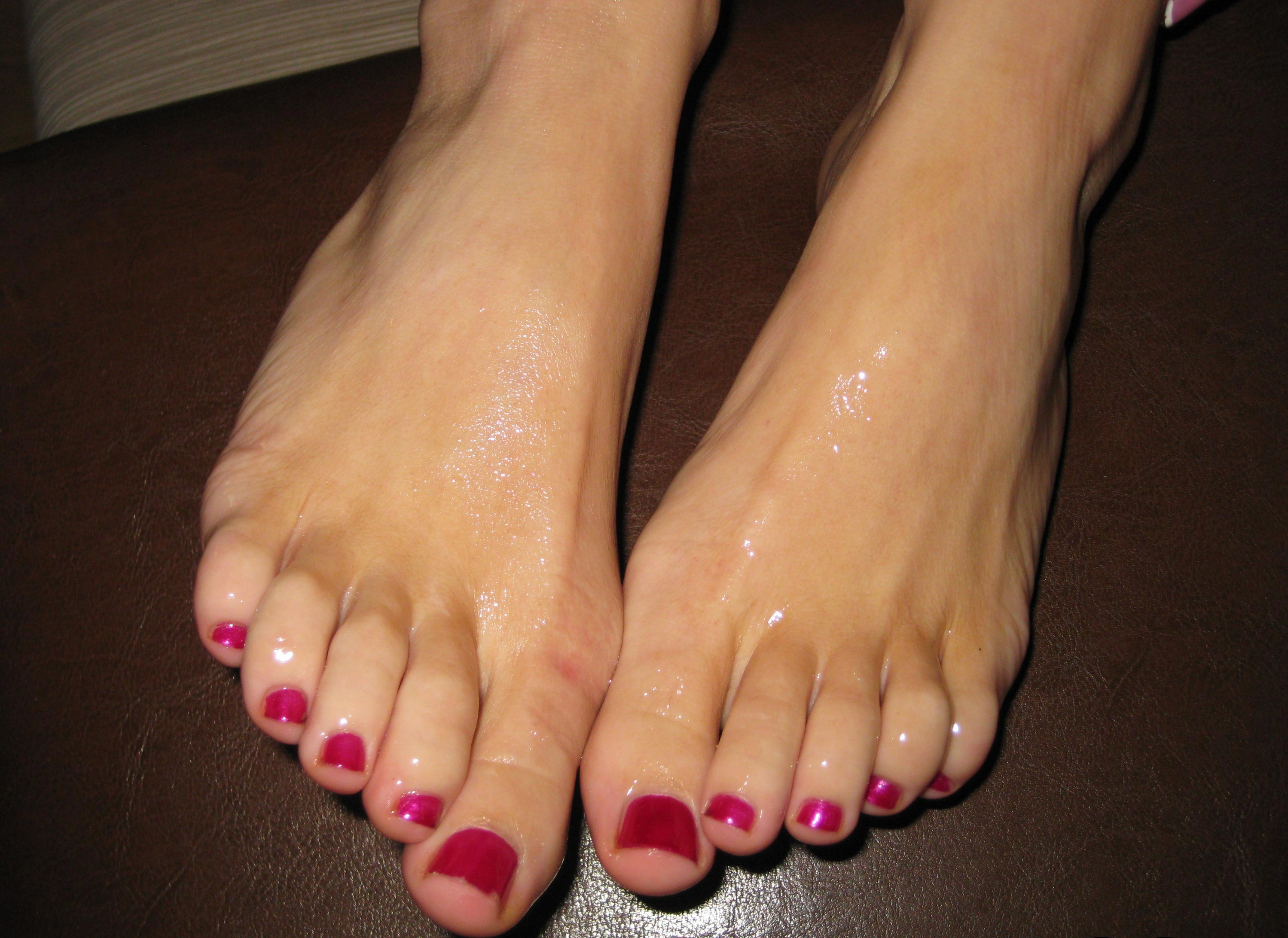 brandi edwards feet
