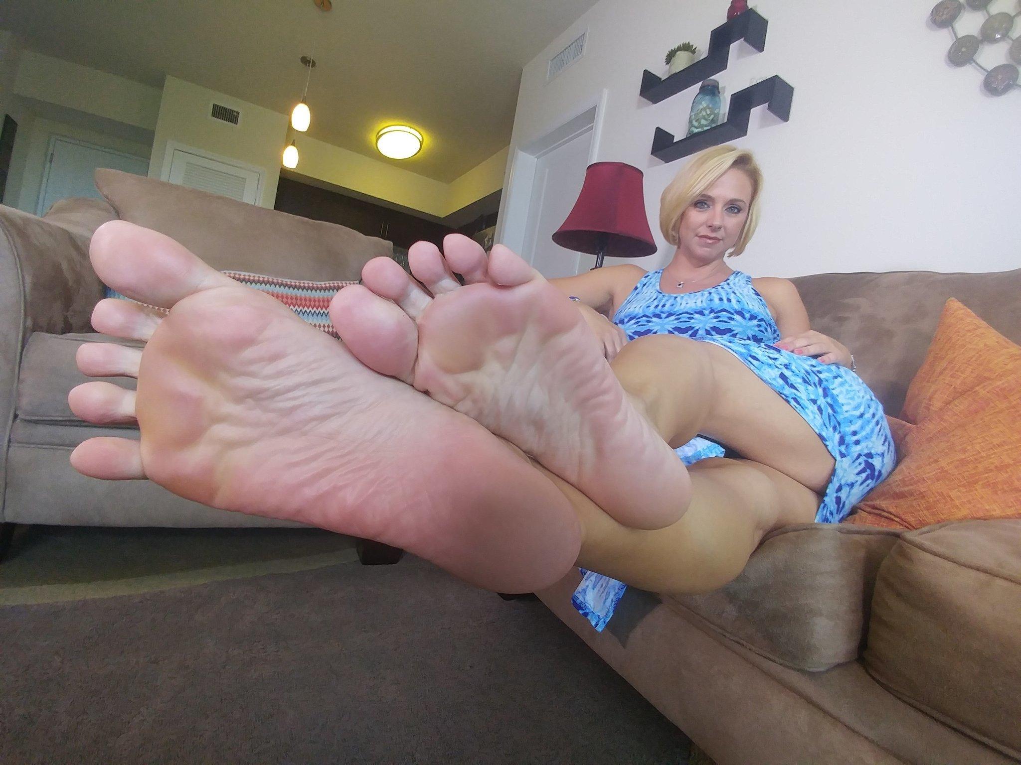 Daughter Worships Moms Feet