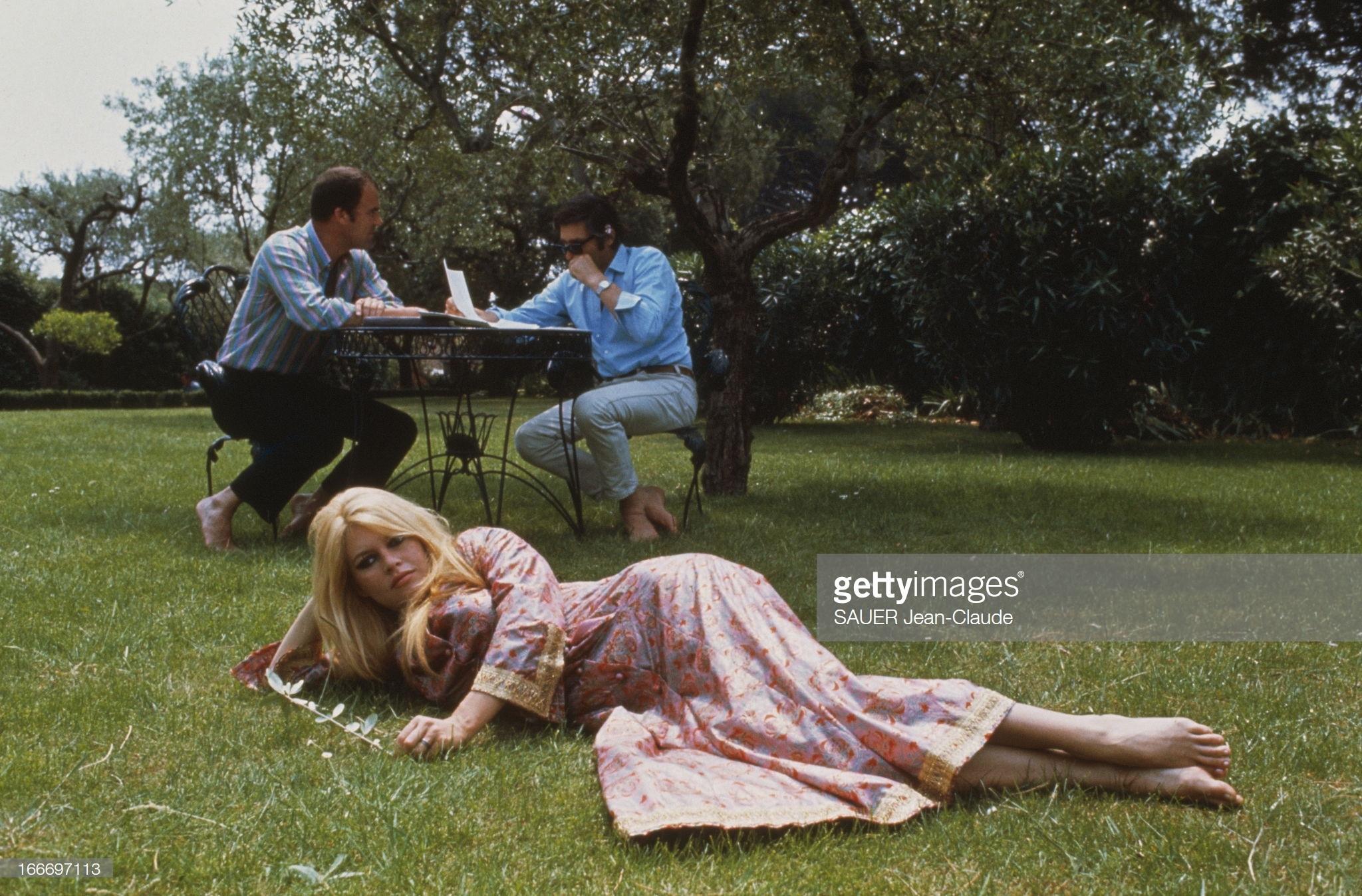 https://pics.wikifeet.com/Brigitte-Bardot-Feet-4002990.jpg