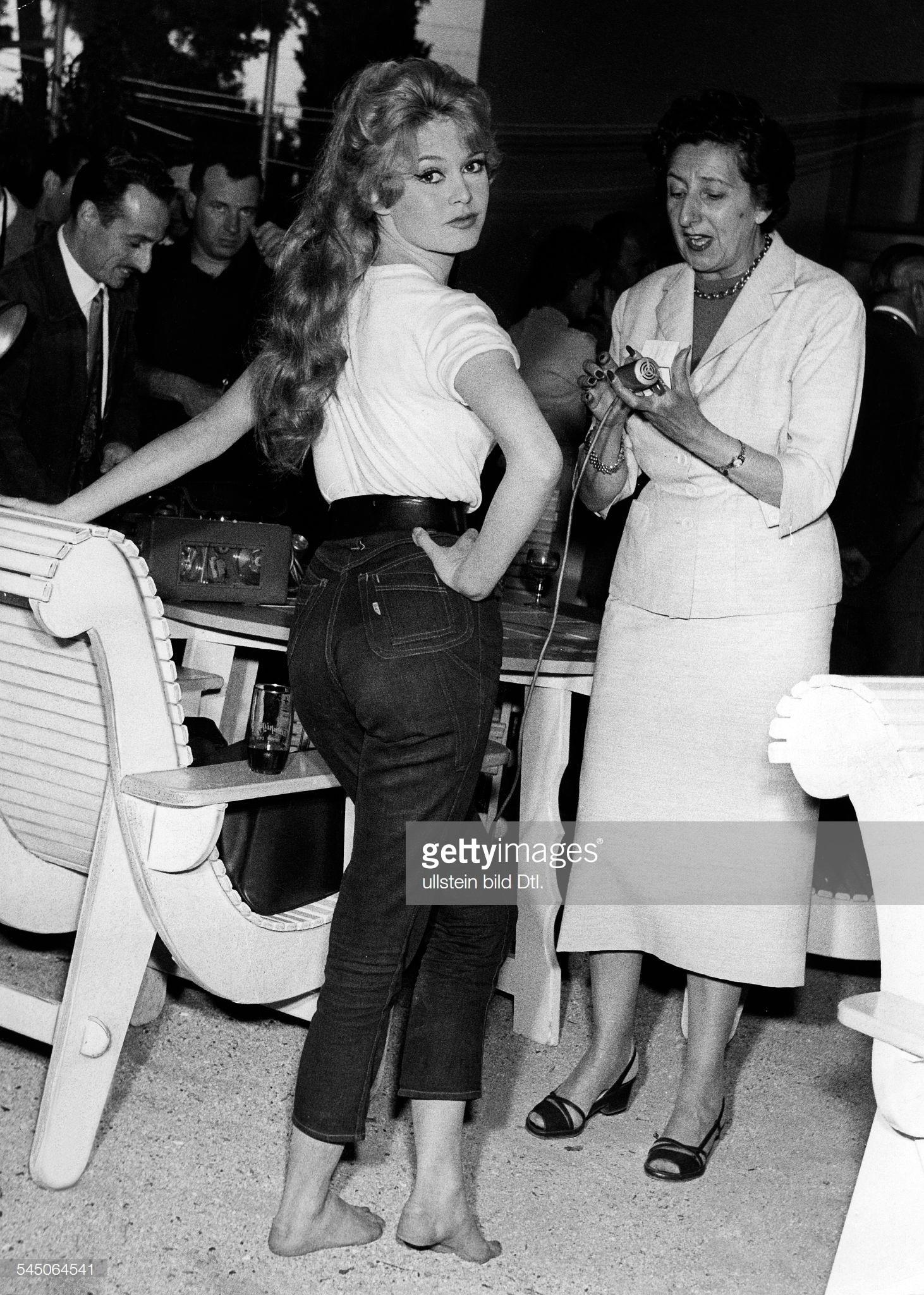 https://pics.wikifeet.com/Brigitte-Bardot-Feet-4003051.jpg