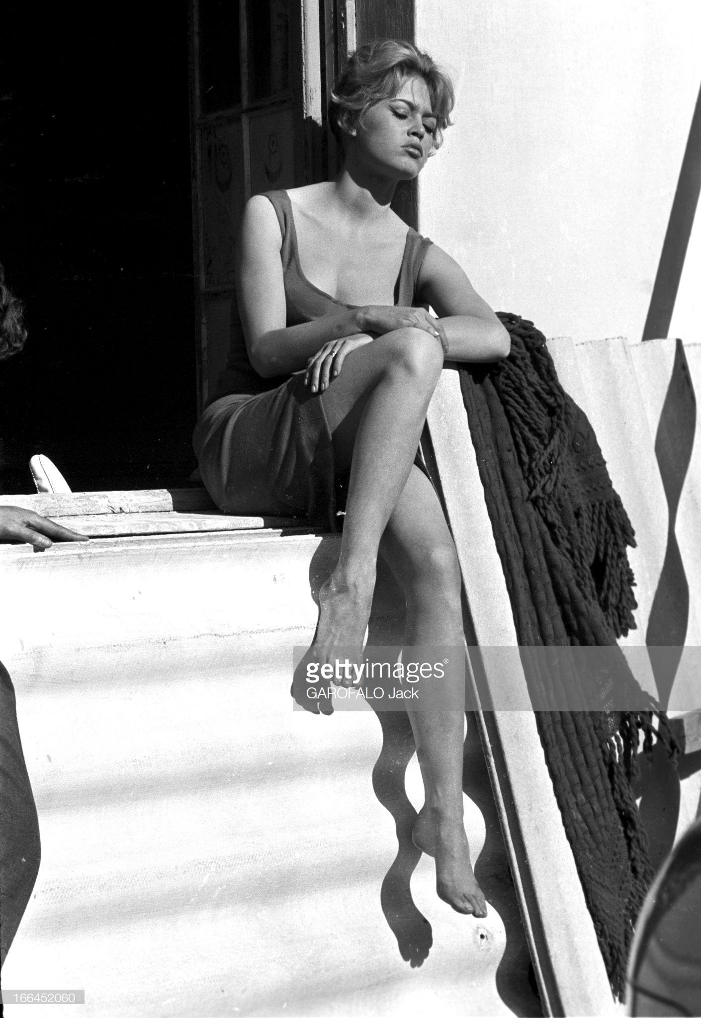 https://pics.wikifeet.com/Brigitte-Bardot-Feet-4003058.jpg