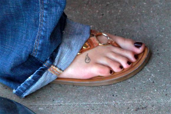 Sarah palin feet toes and footwear - 3 1
