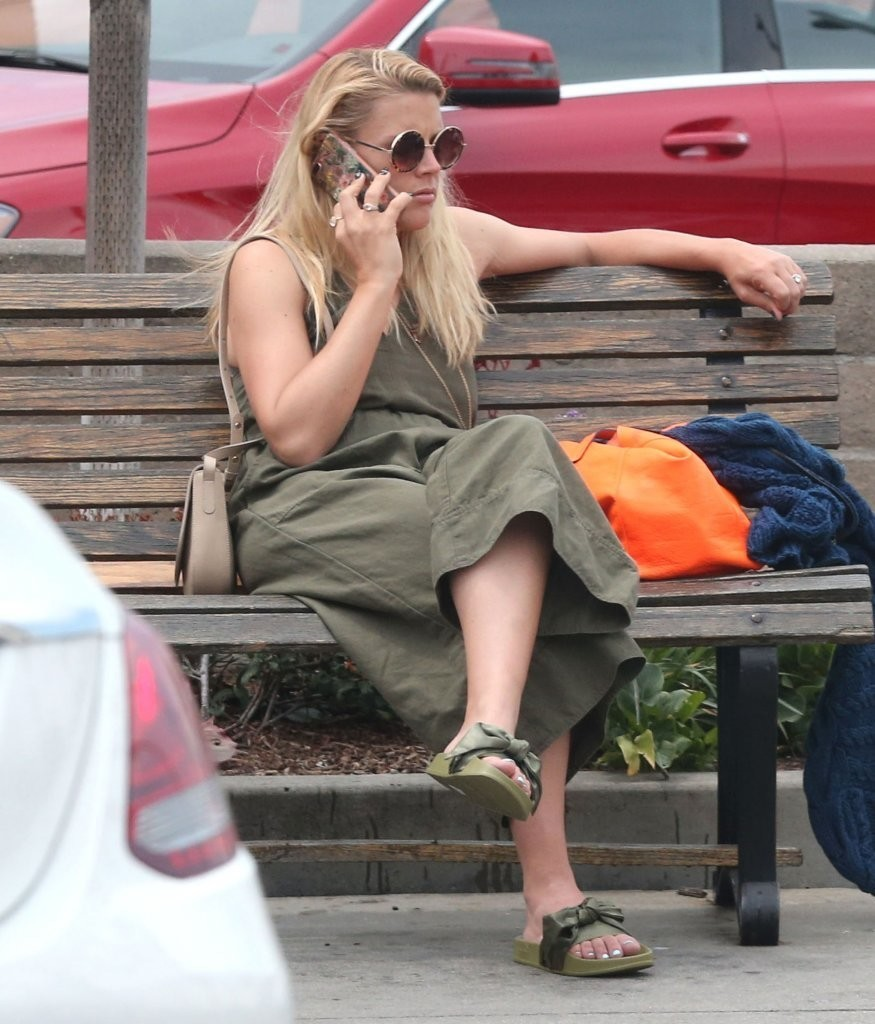 GALLERY Busy Philipps new pictures