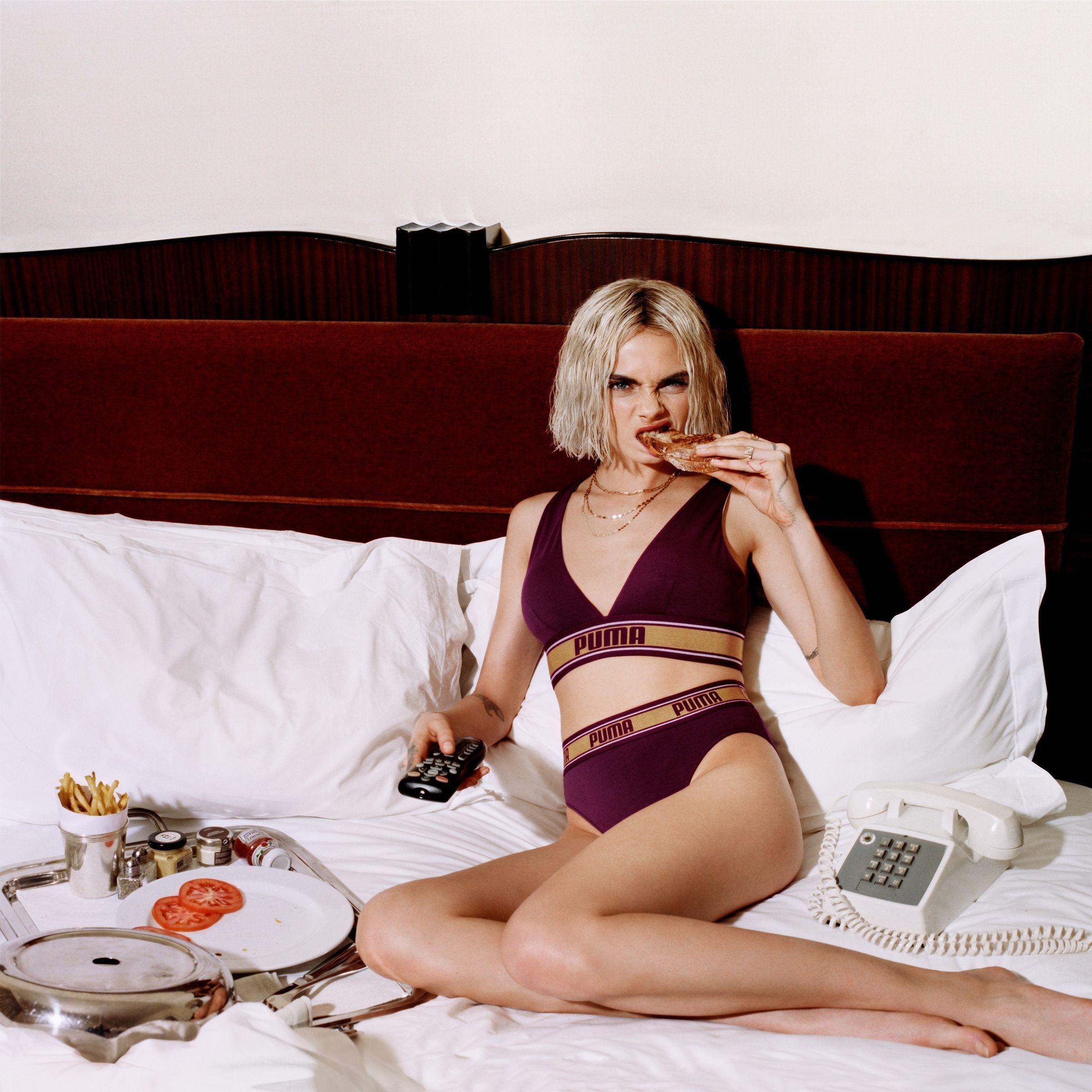 in bikini Feet Cara Delevigne naked photo 2017