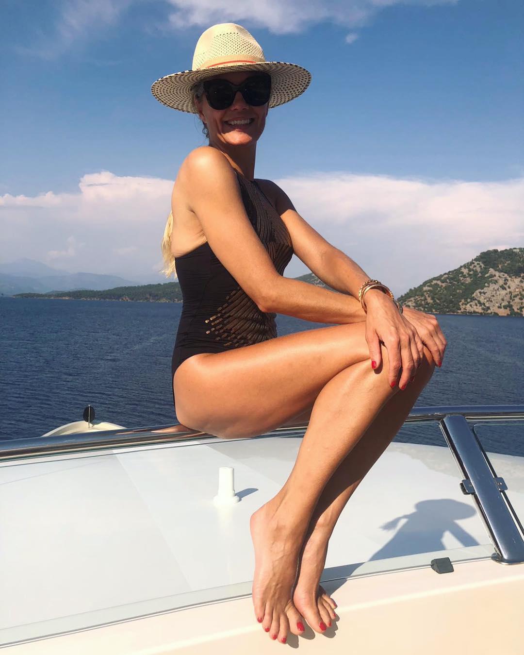 Feet Caroline CLN nude (17 photos), Pussy, Bikini, Boobs, lingerie 2015
