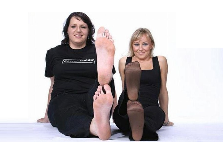 Caroline Welz's Feet << wikiFeet