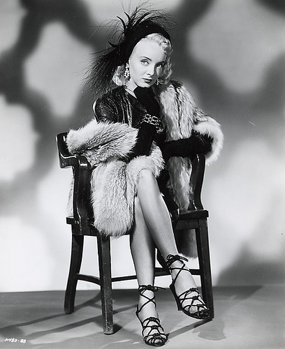 carolyn jones death